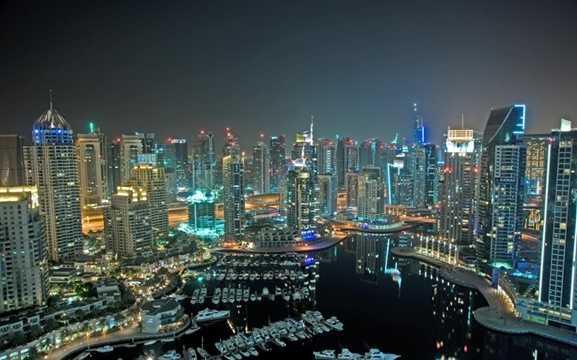 Dubai Marina - bến du thuyền lớn nhất thế giới có chiều rộng hơn 3km - là nơi neo đậu của hàng trăm du thuyền hạng sang.