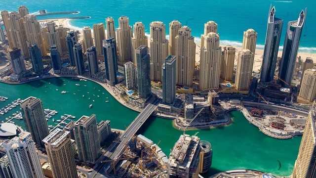 Dubai Marina là một trong những khu vực cho thấy sự phồn hoa và hiện đại của thành phố Dubai giàu có.