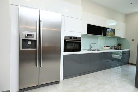Phòng bếp đẳng cấp với thiết bị của thương hiệu Bosch hàng đầu thế giới. Ngoài ra, căn hộ còn sử dụng các đồ nội thất nổi tiếng khác như Duravit, Hansgrohe (Đức)
