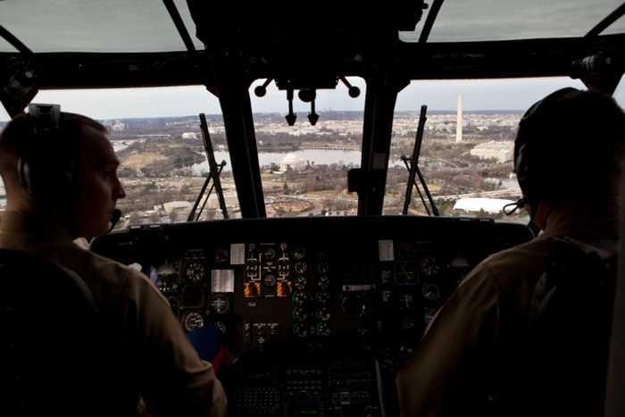 Chiếc trực thăng này cũng được trang bị đường truyền an toàn để Tổng thống Mỹ có thể liên lạc với Nhà trắng, Lầu năm góc