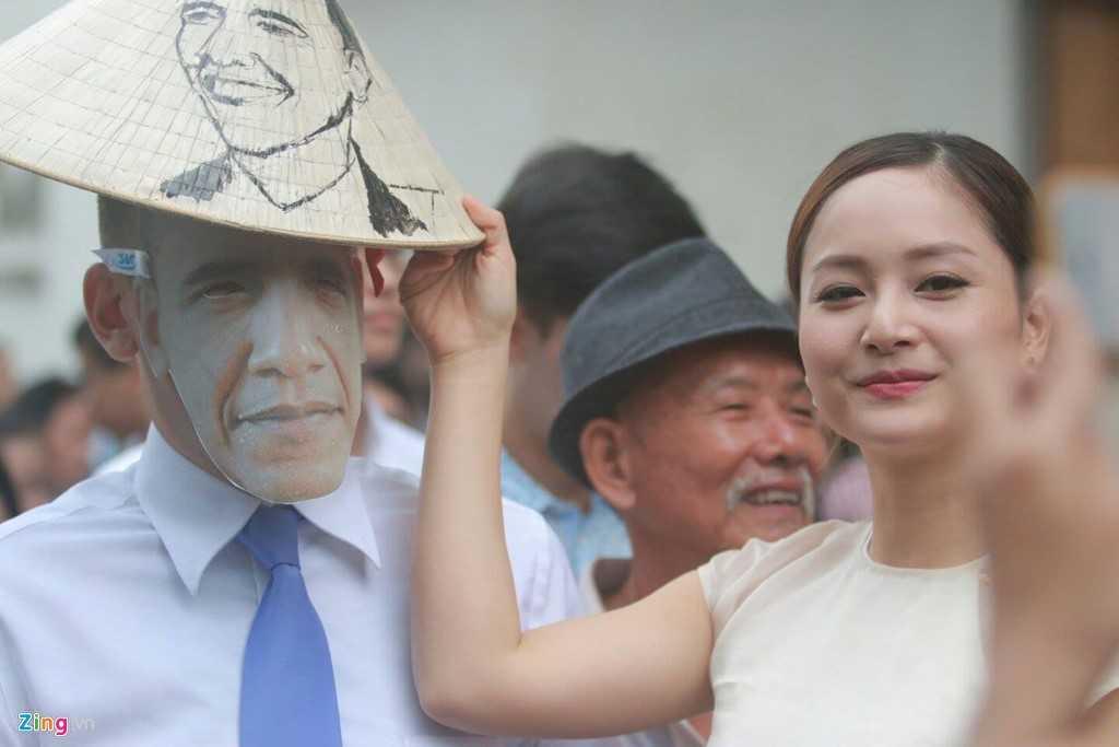 Người dân thể hiện sự yêu quý ông Obama (ảnh Zing)