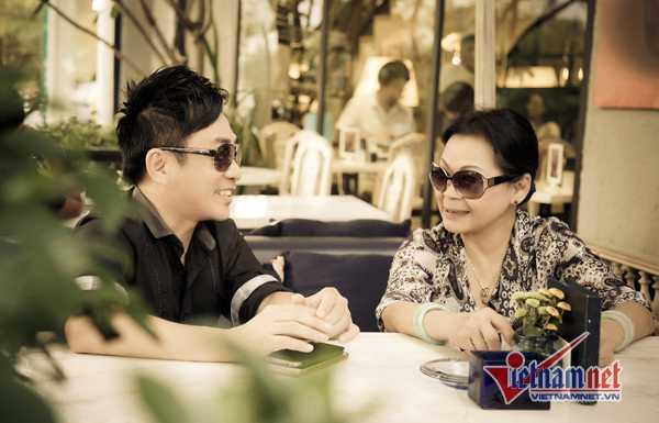 Ca sĩ Quang Thành và danh ca Khánh Ly.