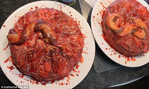 Rùng mình khi nhìn chiếc bánh có hình dáng này. (Nguồn: telegraph)