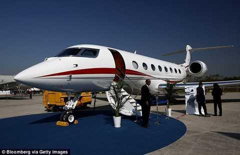 Một chiếc khác là 2013 Gulfstream G650, trị giá 60 triệu USD.