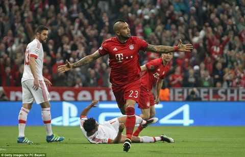 Vidal ăn mừng bàn mở tỷ số