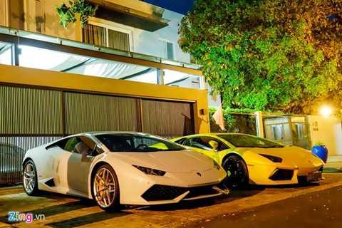 Tổng giá trị dàn xe khoảng 70 tỷ đồng. Cả   ba chiếc Lamborghini chính hãng đều được nhập về Hà Nội nhưng sau đó   lại chuyển vào TP HCM để tìm khách và ở lại đây.