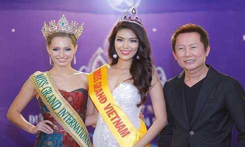 Đương kim hoa hậu Hòa bình quốc tế Claire Elizabeth Parker, Hoa khôi Lan Khuê, Chủ tịch cuộc thi Hoa hậu Hòa bình Quốc tế Nawat Itsaragrisil