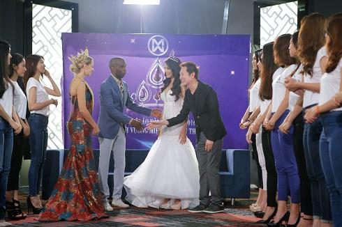 18 thí sinh Hoa khôi Áo dài Việt   Nam giao lưu cùng Ngài Nawat Itsaragrisil, Hoa hậu Claire   Elizabeth Parker và Hoa khôi Lan Khuê