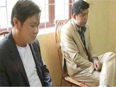 Phú và Thuyển tại cơ quan điều tra. Ảnh: TP.
