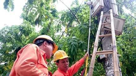 Việc người dân phải bỏ tiền ra để góp lập Quỹ Bình ổn giá điện sẽ làm tăng gánh nặng đóng thuế phí.