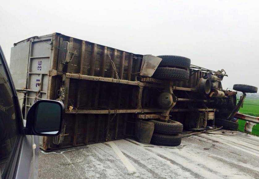 Vụ tai nạn khiến tuyến đường bị ùn ứ hàng chục km.