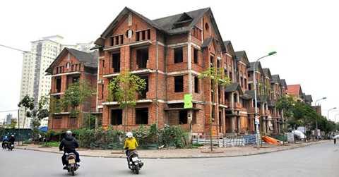 Những khu biệt thự triệu đô bỏ hoang vẫn tràn lan tại các thành phố lớn như Hà Nội.