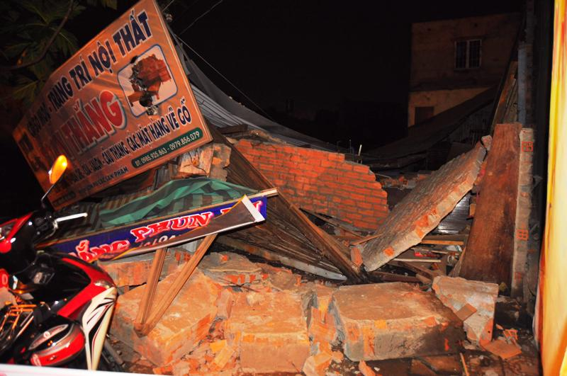 Ngôi nhà bị nước cuốn đổ sập ở Đồng Nai.