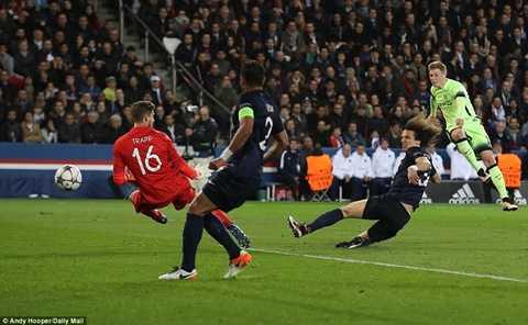 David Luiz mắc lỗi trực tiếp dẫn đến bàn thắng của De Bruyne