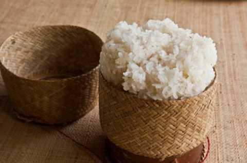 Gạo nếp có tính ôn ấm nên khi ăn nhiều có thể bị nóng