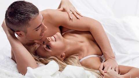 Theo thời gian, bạn sẽ không còn ngượng ngùng khi thổ lộ những điều mình thích hay mong muốn khi trên giường với chồng