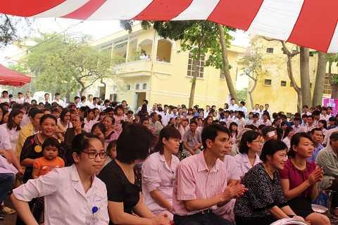 Chương trình đã thu hút đông đảo bệnh nhân và các cán bộ y tế của bệnh viện.