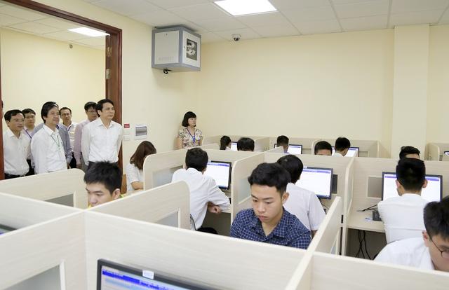 Lãnh đạo Bộ GD-ĐT kiểm tra công tác thi tại Đại học Quốc gia Hà Nội