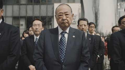 Từ giám đốc đến nhân viên công ty Agaki đều có nét mặt rất căng thẳng. Ảnh: YouTube