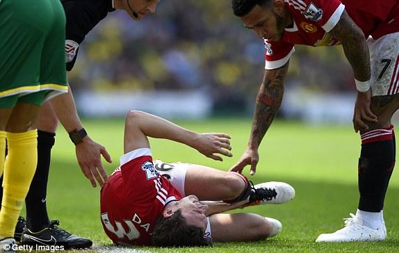 Darmian chấn thương, phải rời sân rất sớm