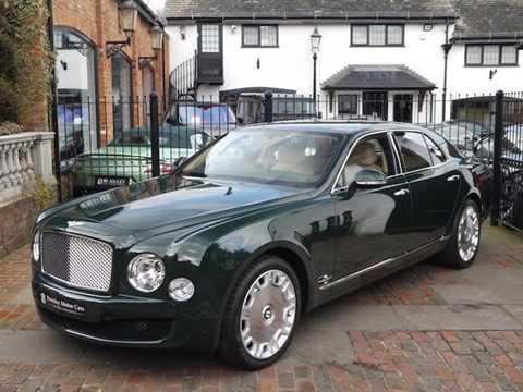 Từ năm 2012 tới 2013, chiếc xe siêu sang   Bentley Mulsanne đã được nữ hoàng Anh Elizabeth II sử dụng trong lễ kỷ   niệm 60 năm tại vị, cùng với cuộc gặp mặt đầu tiên của bà với thủ tướng   Anh David Cameron.