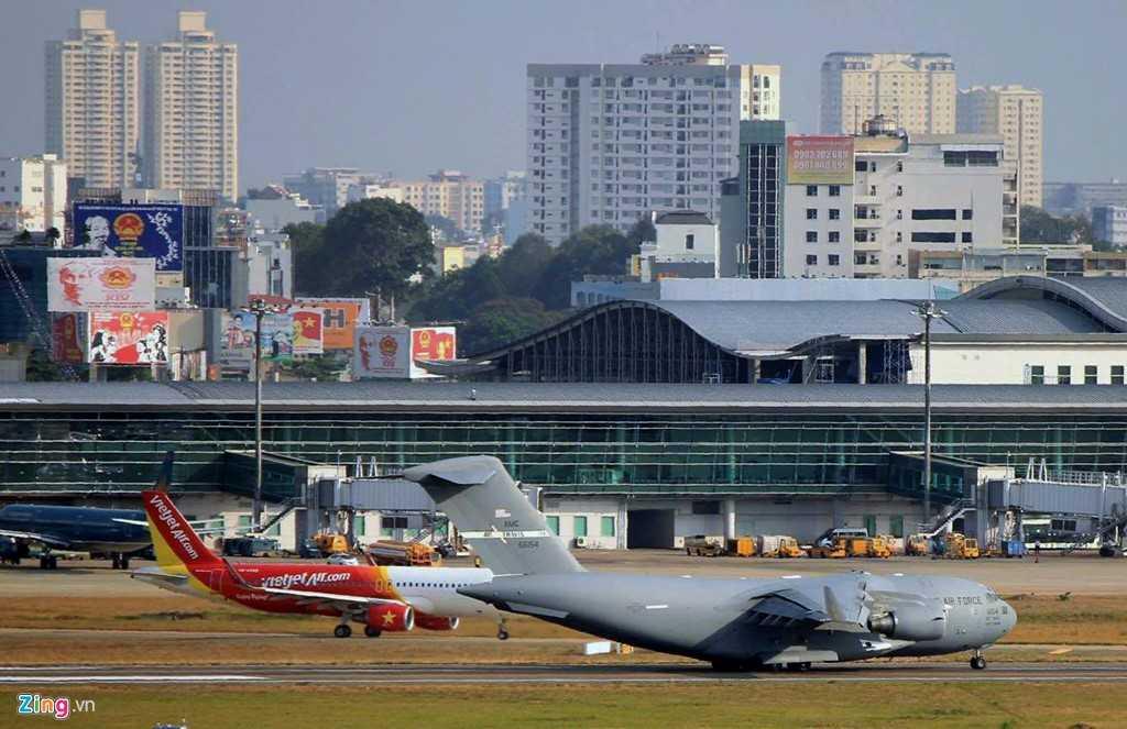 Các chuyến bay được thực hiện liên tục do khối lượng hàng hóa vận chuyển khá nhiều.