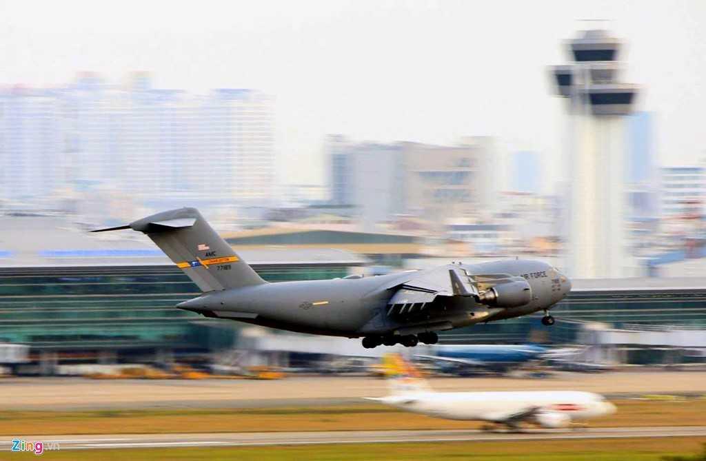 Tính đến hết trưa 21/5 đã có gần chục chuyến bay bằng US Air Force C17 đáp xuống sân bay Tân Sơn Nhất.