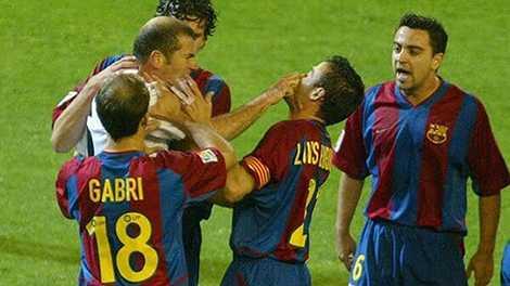 Zidane và Enrique từng suýt choảng nhau trong trận El Clasico năm 2003