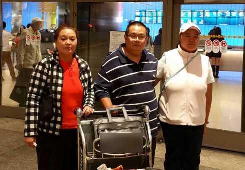 Anh chị ruột Minh Béo tại sân bay ở Mỹ, Ảnh:Ngọc Lan