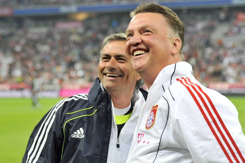 Mourinho ngồi ghế nóng thay Van Gaal