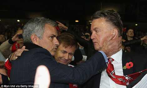 Liệu Mourinho có thế chỗ Van Gaal?