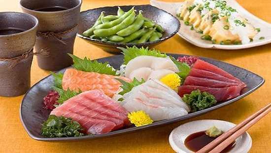 Ngoài wasabia, bạn có thể ăn cá cùng với các loại nước chấm như xì dầu, tương, gừng