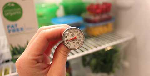 Cài đặt nhiệt độ phù hợp ứng với   nhiệt độ của từng ngăn, nhằm đáp ứng nhiệt độ thích hợp với từng loại   thức ăn khác nhau. Nhiệt độ phù hợp với ngăn mát: từ 3oC tới 4oC. Dùng   để bảo quản các loại thức ăn thừa, rau củ quả, thực phẩm tươi. Lưu ý với   rau củ bạn nên để rau củ trong bịch nhựa trước khi cho vào tủ lạnh để   rau củ tươi lâu hơn.