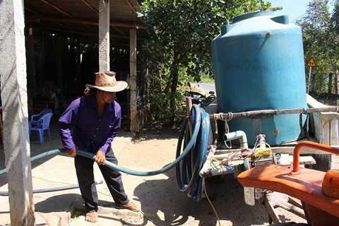 Người dân thu mua nước ngọt