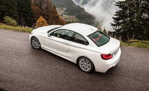 BMW M235i Coupe mang diện mạo của một mẫu xe coupe cỡ nhỏ với thiết kế năng động và độc đáo