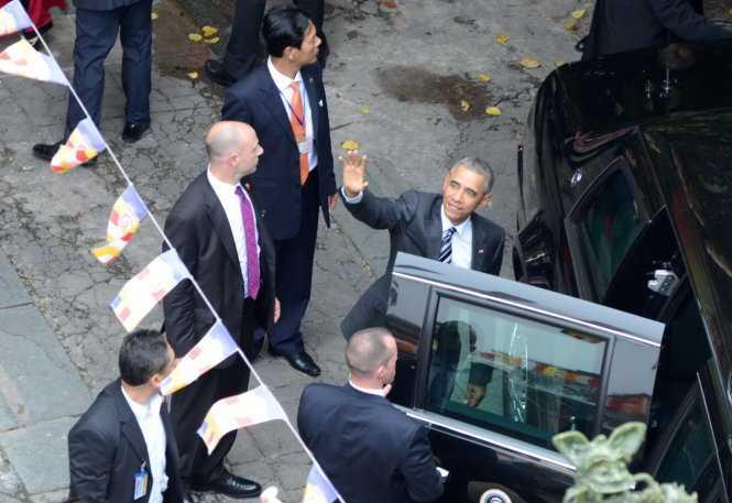 Tổng thống Obama đến thẳng chùa Ngọc Hoàng (Ảnh:  Duyên Phan/TTO)