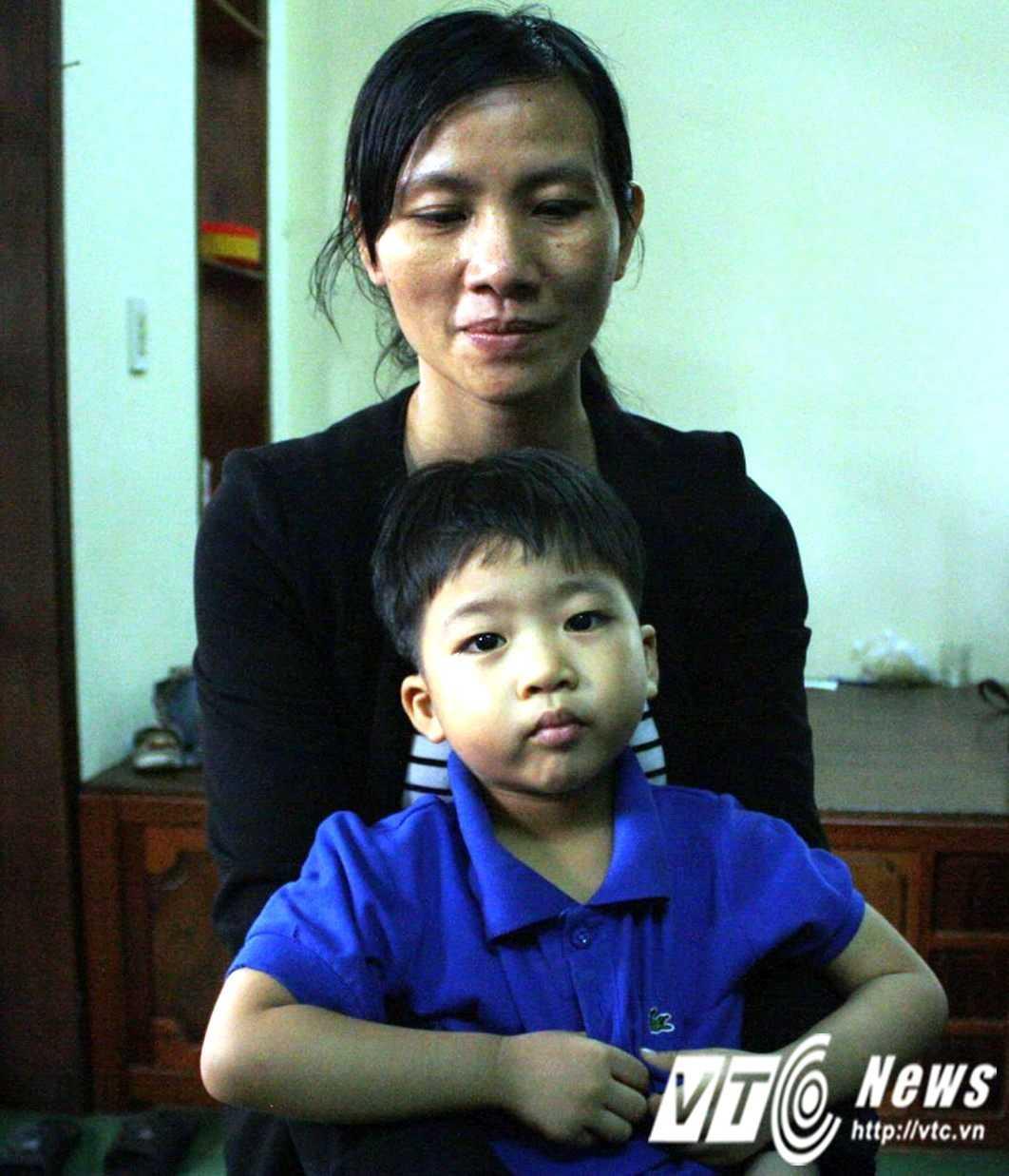 Chị Hồ Khánh Ngọc thuật lại sự việc xảy ra tối ngày 18/4 với PV VTC News.