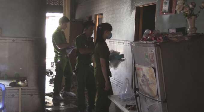 Lực lượng công an có mặt tại hiện trường điều tra vụ án kinh hoàng trên. Ảnh PL Plus