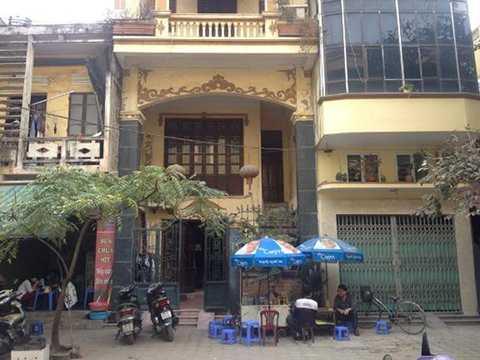 Ngôi nhà nơi có chiếc xe chở vàng bị trộm đậu phía trước