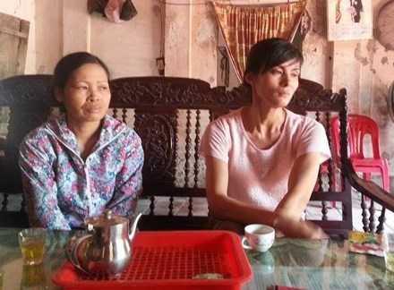 Chị Phương (mẹ cháu Tạ Thu Trang) và chị Dung (mẹ cháu Nguyễn Thị Trang) nghi ngờ con của mình bị kẻ xấu