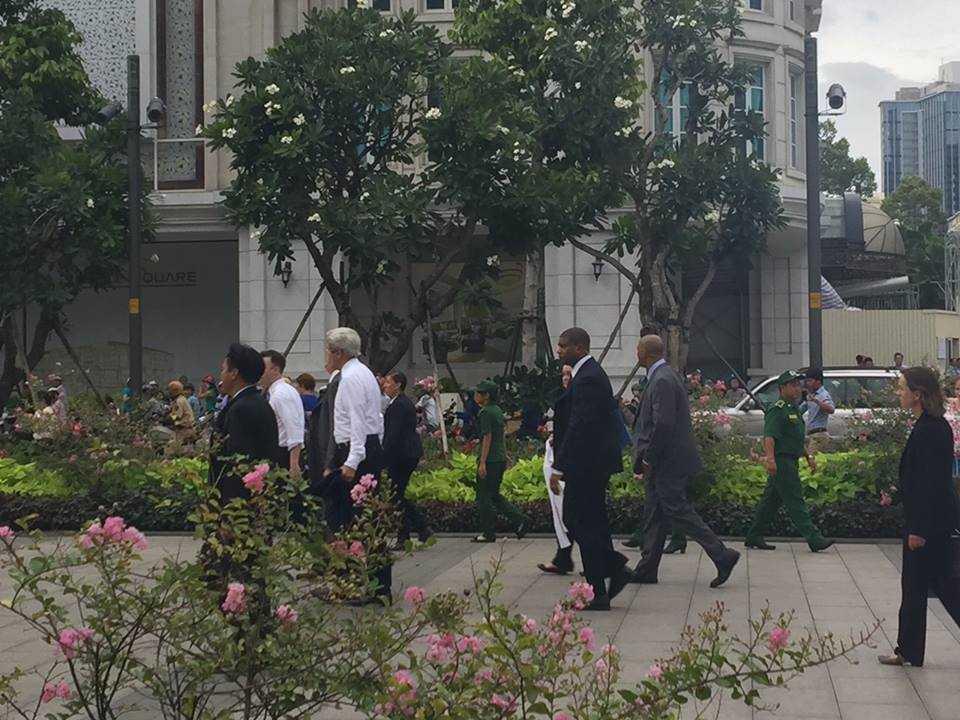 Ngoại trưởng Mỹ rất thích thú trước con phố mới mẻ này của TP HCM