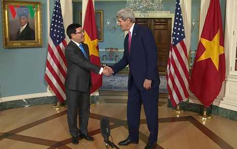 Phó Thủ tướng, Bộ trưởng Ngoại giao Phạm Bình Minh hội đàm với Ngoại trưởng Mỹ John Kerry - Ảnh: VOV