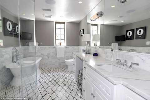 Phòng tắm với đầy đủ tiện nghi