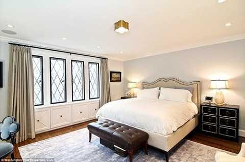 Căn biệt thự rộng hơn 760 m2 gồm 9 phòng ngủ.