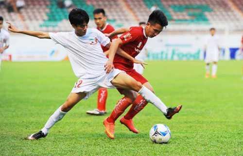 Thanh Hậu (áo trắng) chỉ chơi tròn vai trong trận đấu đá chính ở mùa giải 2016