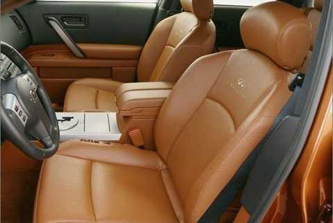 Ngồi cạnh vị trí lái là thiếu an toàn nhất. (Ảnh: pcauto)