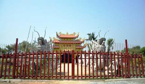 Nhà tờ tổ của nghệ sĩ Hoài Linh đã bị tạm đình chỉ thi công vì xây dựng không phép.