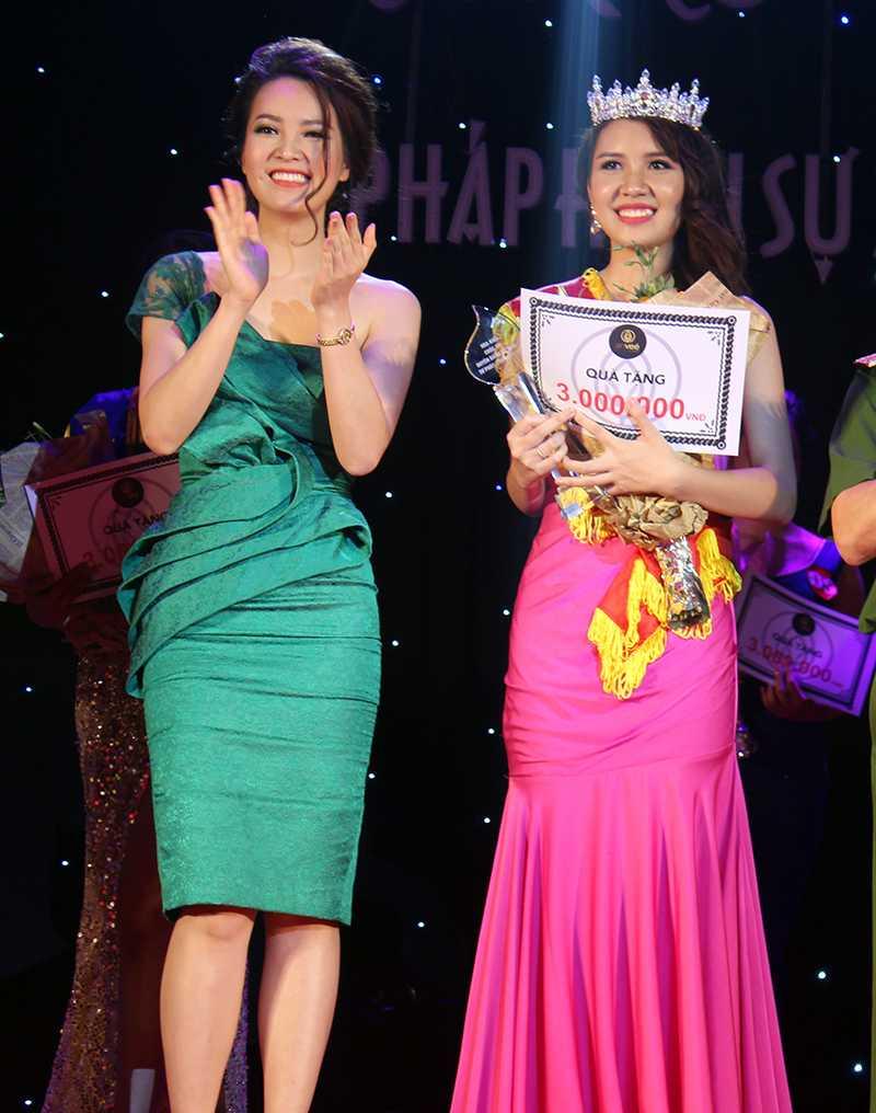 Phạm Minh Phương đã xuất sắc giành ngôi vị cao nhất cuộc thi Duyên dáng Tư pháp Hình sự 2016