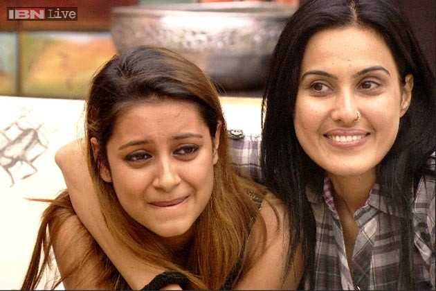 Kamya Punjabi (phải) coi Pratyusha như em gái.