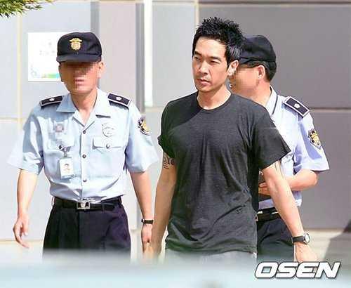 Go Young Wook từng là ca sĩ có tiếng tại Hàn, nhưng đã sụp đổ hình ảnh vì scandal tấn công tình dục trẻ vị thành niên.